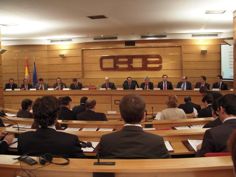 """CEOE solo firmará una negociación colectiva """"con contenido"""""""