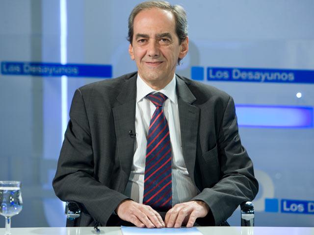 Los intereses de la deuda bajarán si se mantienen las reformas asegura el economista español González-Páramo