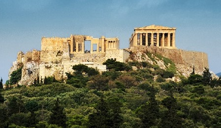 Nueva ley griega permite despedir 15.000 funcionarios