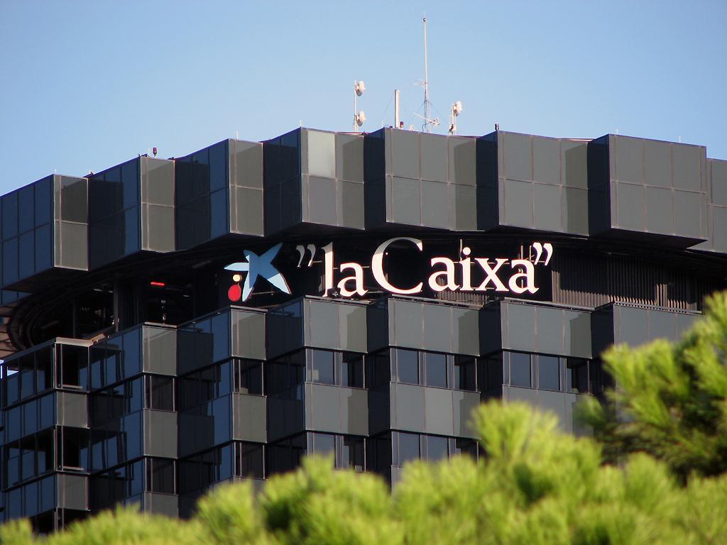 La asamblea de La Caixa aprueba la creación de CaixaBank