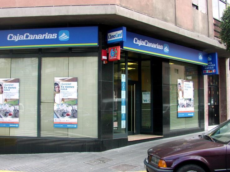 Caixabank finaliza la integración operativa de CajaCanarias