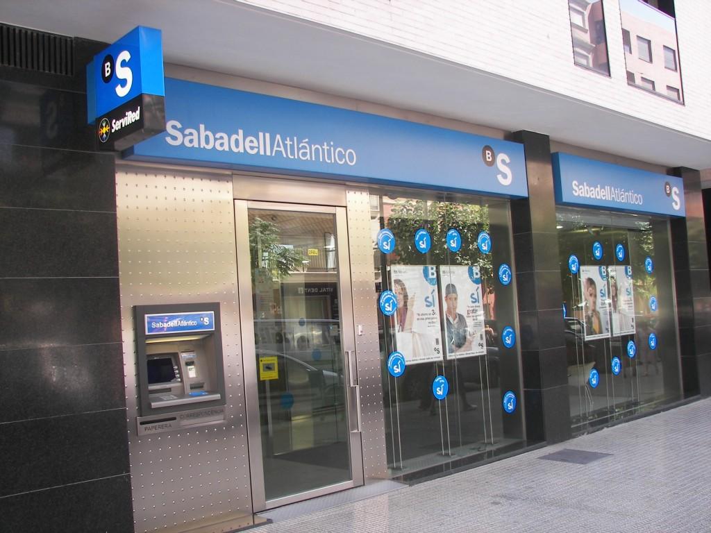 Banco Sabadell, favorito para quedarse hoy con Banco Gallego