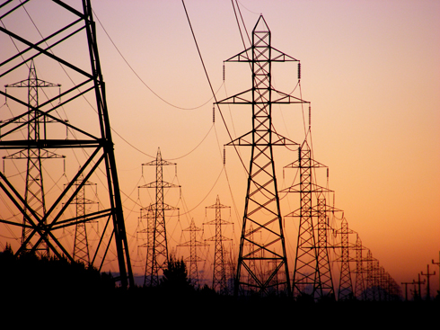 La demanda eléctrica de industrias y servicios cae un 6,2% en marzo