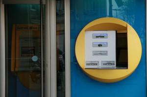 Valencia impone una tasa para los cajeros en vía pública
