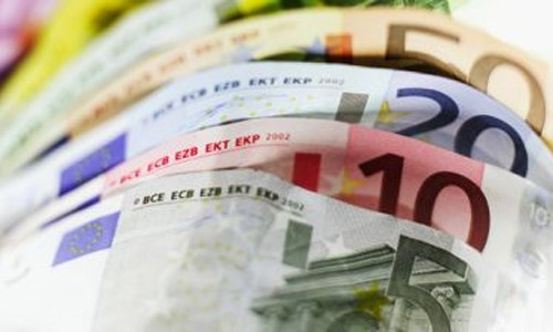 La prima de riesgo española se sitúa por debajo de la italiana