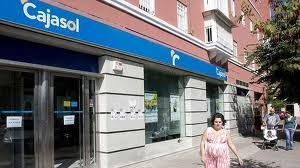 CaixaBank inicia la integración de oficinas de Cajasol