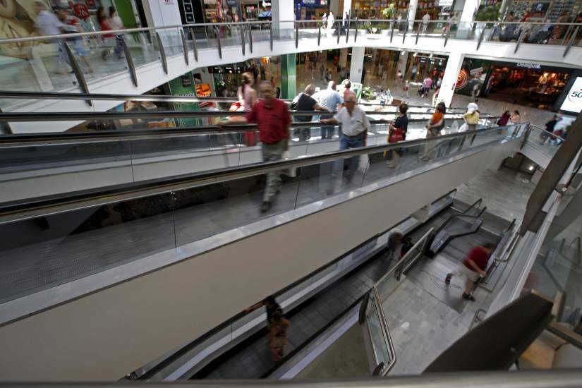 El comercio minorista cae un 2,6% en abril