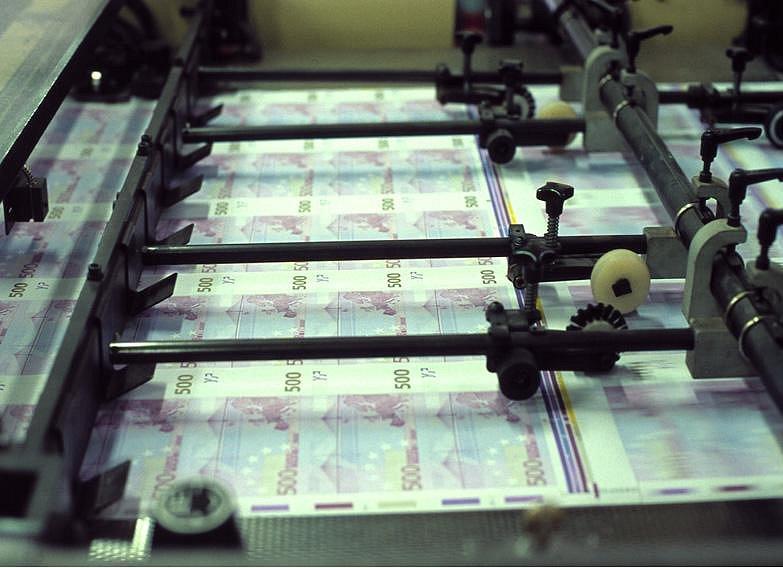 El Tesoro logra colocar 3.500 millones en bonos a 15 años