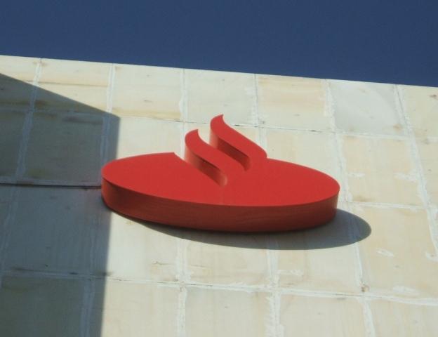 Banco Santander, interesado en la financiera de Peugeot