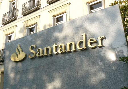 Banco Santander y El Corte Inglés exponen el Ferrari de Alonso