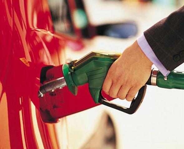 Bajan los carburantes