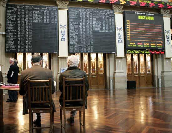 El Ibex retrocede un 0,9% a media sesión