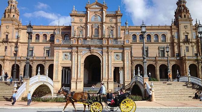 España recibe 9,4 millones de turistas extranjeros hasta marzo