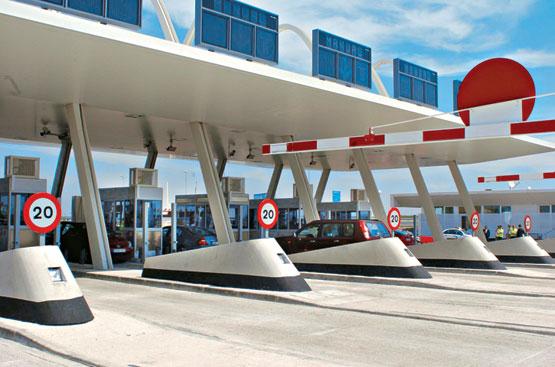 El Gobierno quiere que la gran banca asuma la deuda de las autopistas
