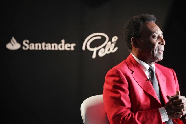 Banco Santander renueva a Pelé como embajador