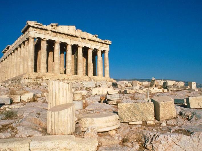 Fitch mejora la calificación de Grecia