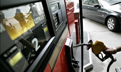 La gasolina continúa a la baja mientras que el gasóleo sube