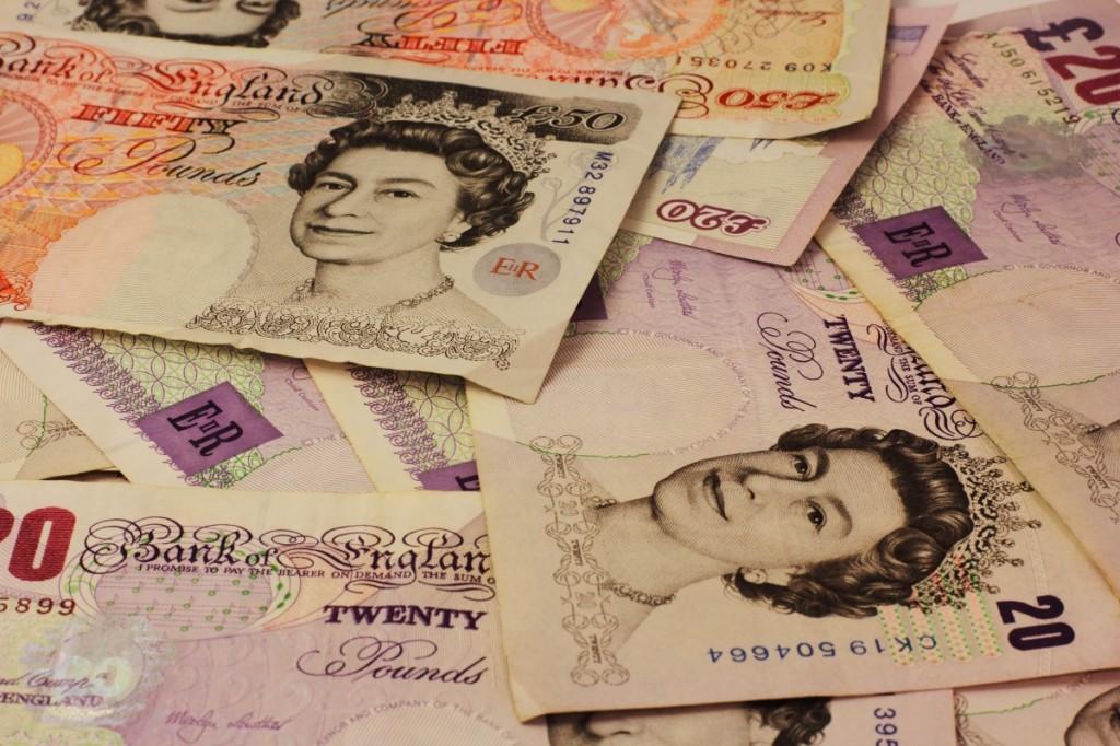 Banco de Inglaterra estudia emitir billetes de plástico