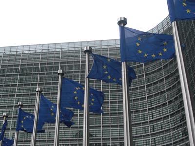 La CE rebaja las previsiones de la eurozona y de la UE