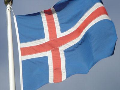 S&P mejora la nota de Islandia
