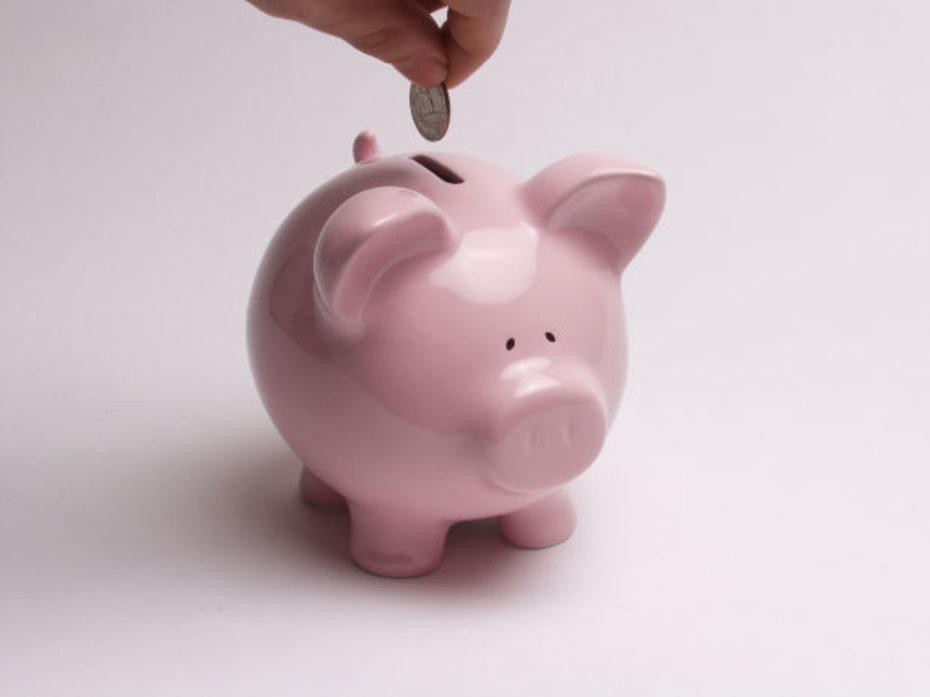 Aumentan los depósitos de hogares y empresas