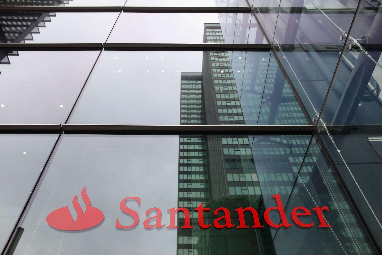 Banco santander vende un 2 de bank zachodni wbk for Oficinas banco santander alicante capital