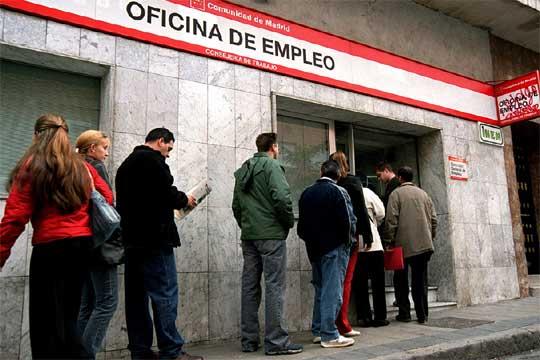 El desempleo se reduce en 111.916 personas