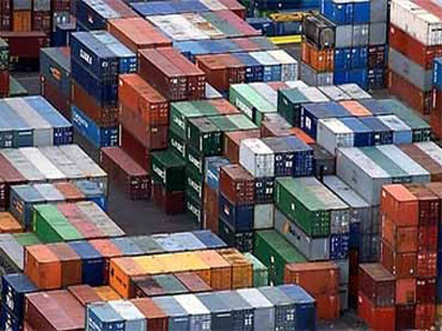 El déficit comercial de España desciende un 5,2%