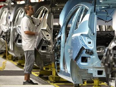 La producción industrial se desploma en abril