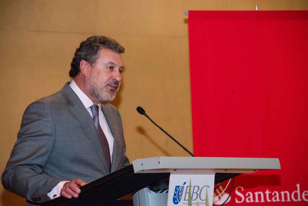 Banco Santander entrega las Becas Santander FIMPES