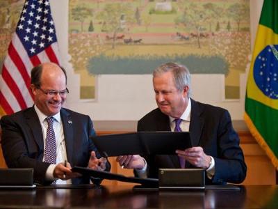Boeing y Embraer crearán centro de investigación sobre biocombustibles