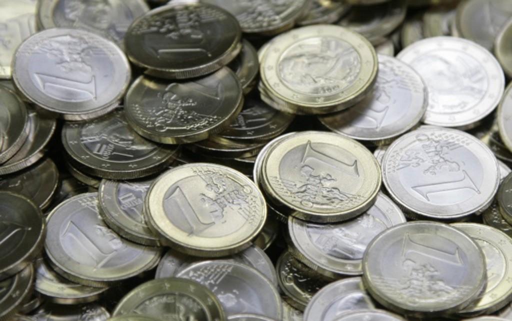 Arias Cañete: el Gobierno va a bajar los impuestos