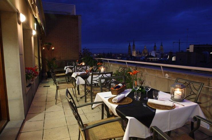 apartahotel los girasoles terraza