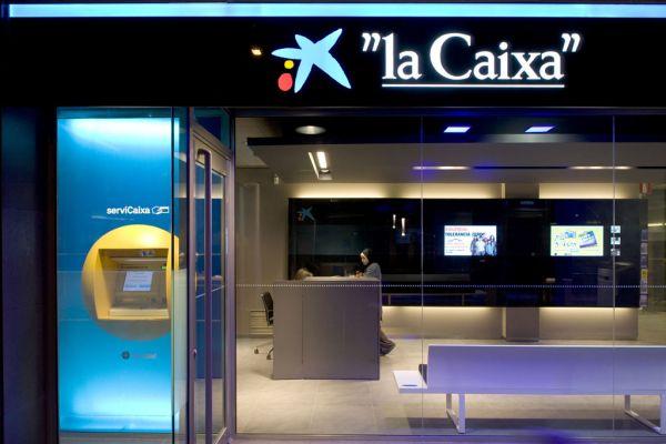 La caixa formaliza su transformaci n en fundaci n bancaria - Caixa d estalvis i pensions de barcelona oficinas ...