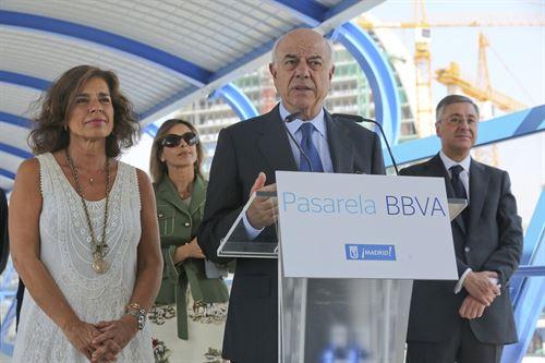 Francisco González inaugura la pasarela de la Ciudad Financiera BBVA