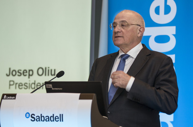 Josep Oliu (Banco Sabadell) recibe el Premio IEF a la Excelencia Financiera