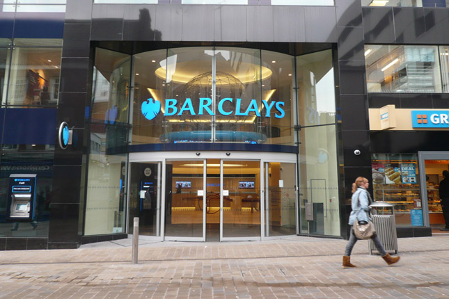 Barclays cambia su auditor a KPMG