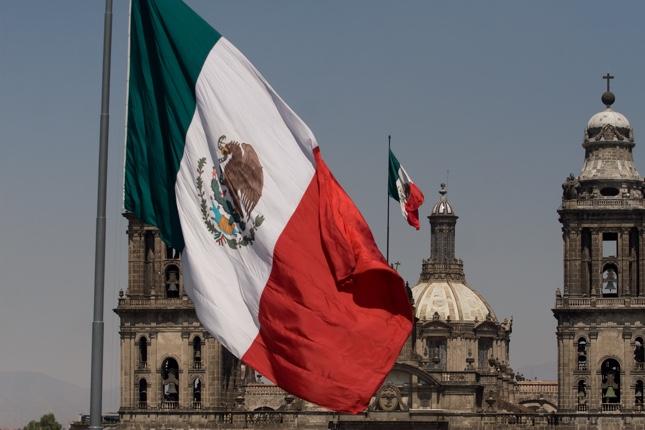 México emite bonos de deuda externa por 2.500 millones
