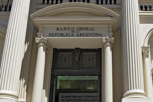 Banco Central de Argentina anuncia acciones contra bancos