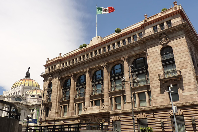 El Banco de México rebaja sus previsiones tras las medidas de Trump