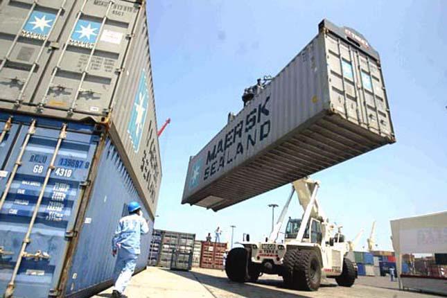El déficit comercial cae un 20,9% hasta febrero