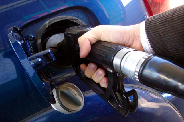 Los precios de la gasolina y del gasóleo permanecen en mínimos