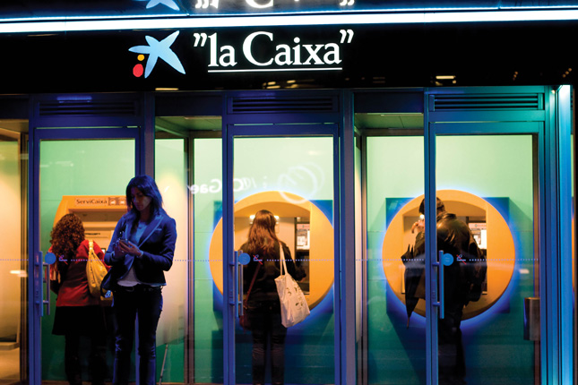 Empleados de Caixabank se certifican en un postgrado de asesoramiento financiero