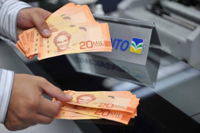 Argentina da prioridad a estabilizar el cambio del peso