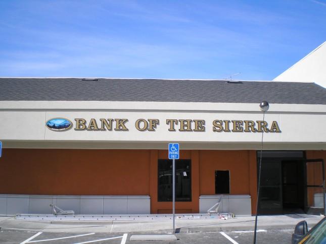 Sierra Bancorp compra Santa Clara Valley Bank