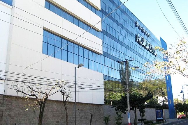 Banco Agrícola invierte en escuelas de El Salvador