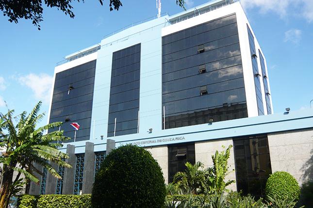 Los bancos de Costa Rica se resisten a bajar intereses