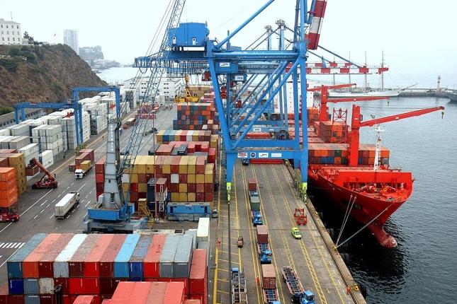 Exportaciones e importaciones en España continúan en caída