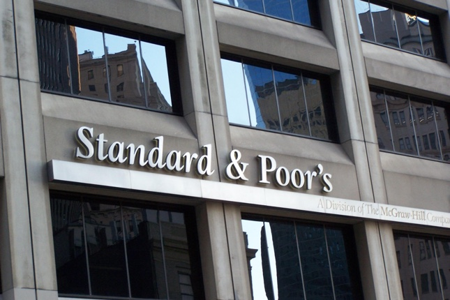 S&P eleva los ratings de Deutsche Bank y Commerzbank