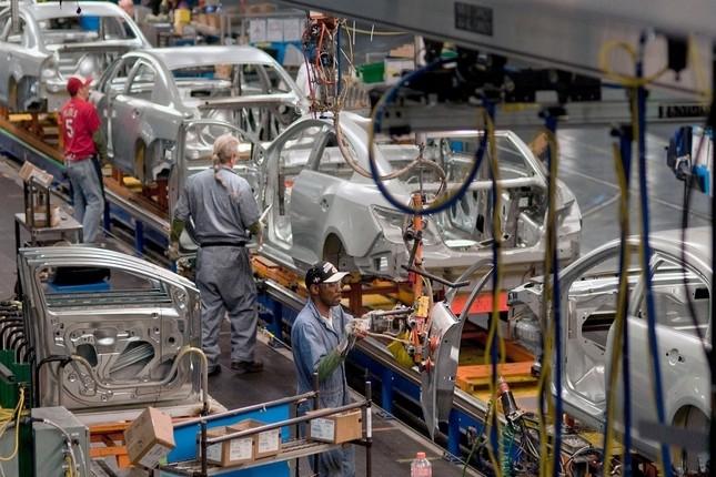 Las plantas españolas fabricaron 2,4 millones de vehículos en 2014